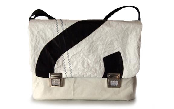 große Tasche aus Segel mit Zahl