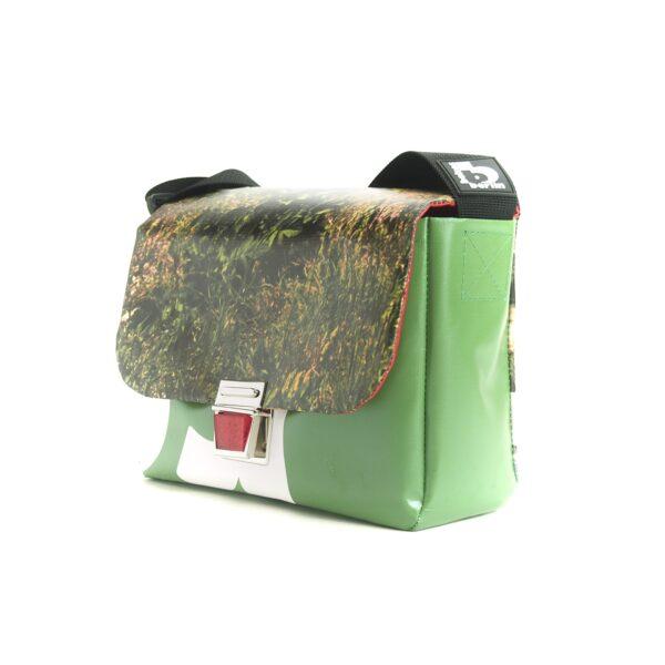 Wiese, Handtasche aus Upcyclingplane